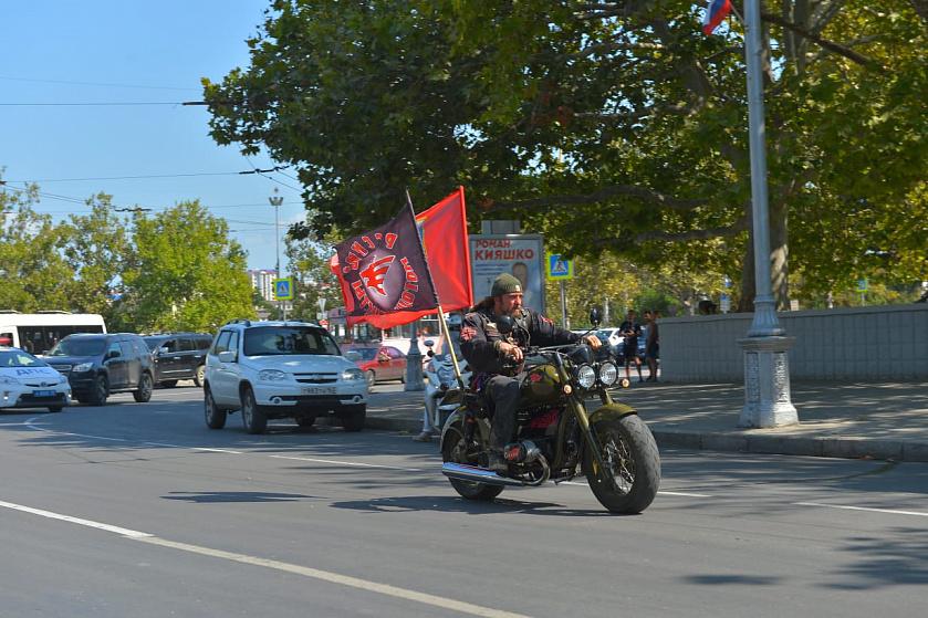На второй день Байк-Шоу, с нами в колонне пойдёт Русский мотоцикл